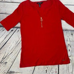Ellen Tracy Red Tshirt size Small with gold tone a